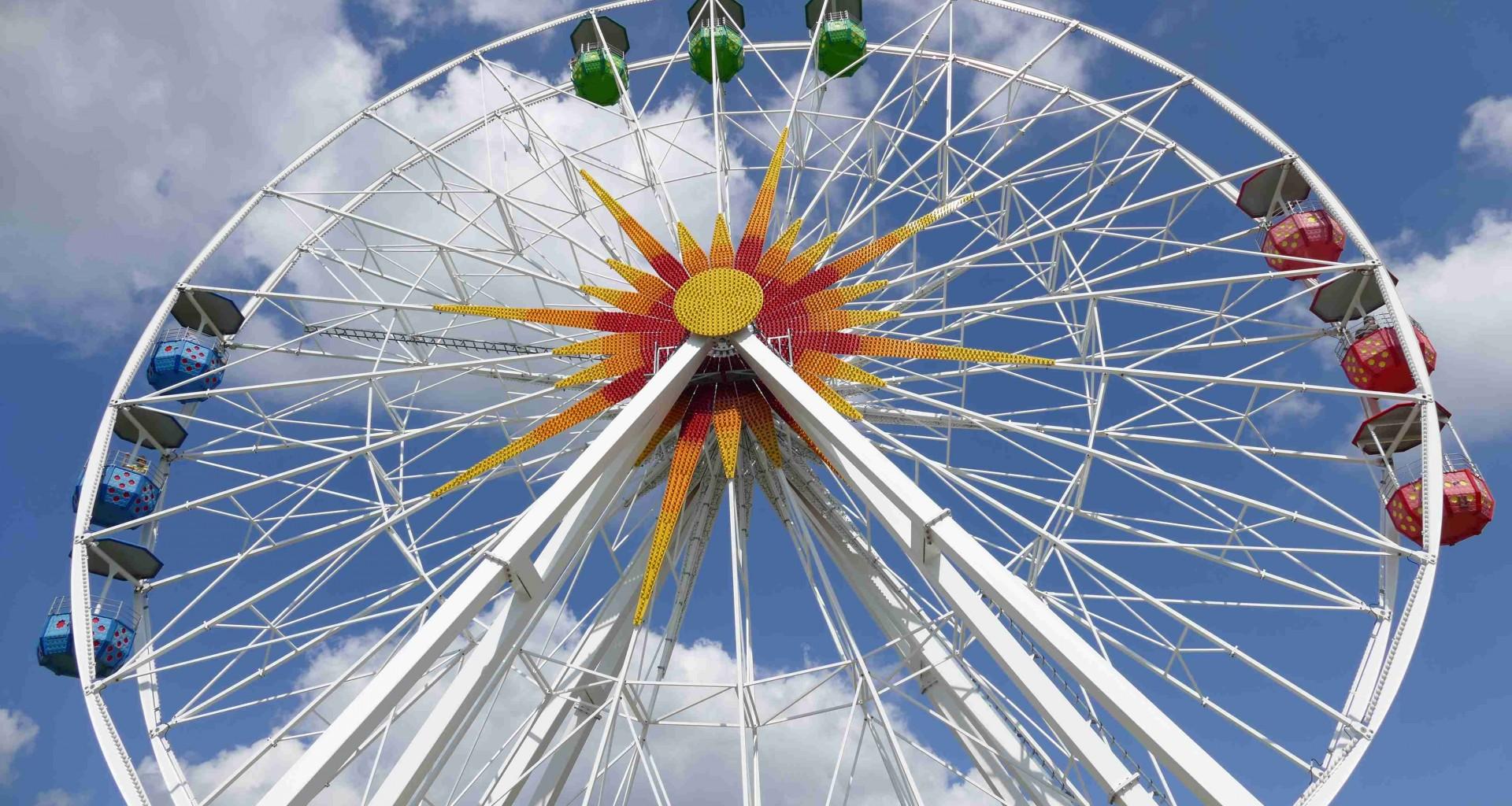 Riesenrad im Sonnenlandpark im Sommer