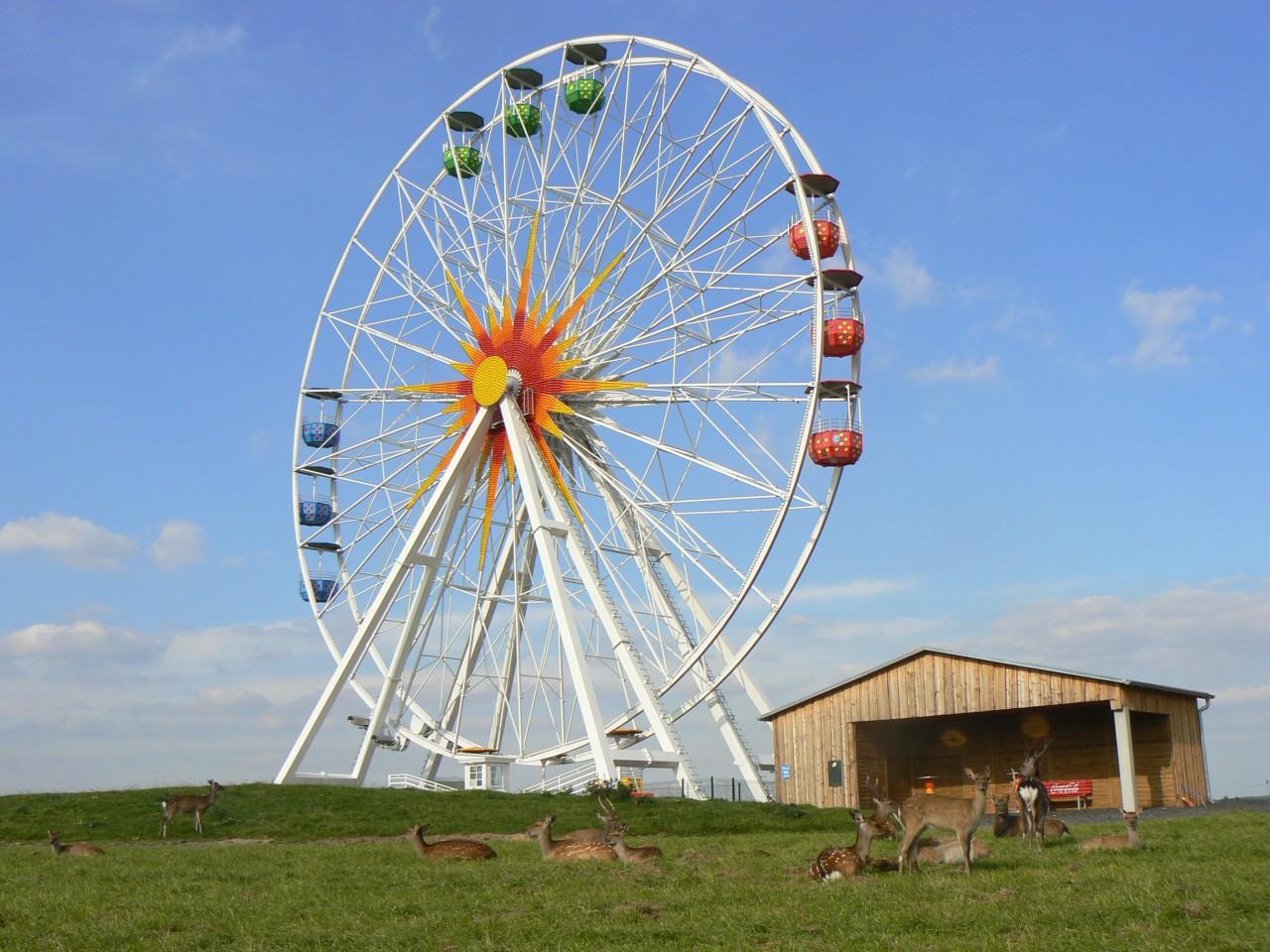 Riesenrad mit Hirschen