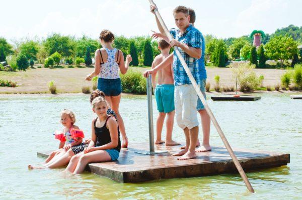 See mit Floßen im Sonnenlandpark
