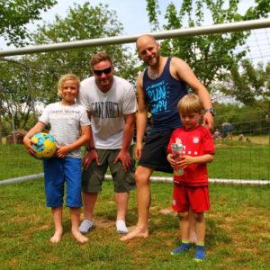 Fußball spielen mit Kindern